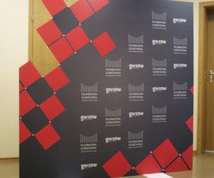 ścianki reklamowe i ekspozycyjne